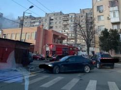 Incendiu în zona Fortuna, ard deşeurile din spatele unui restaurant