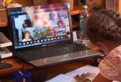 Șocant: o elevă de  11 ani din Arad a spus în timpul unei ore online că ar dori să omoare o fată
