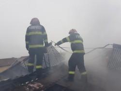 Pompierii chemaţi la încă două incendii sâmbătă dimineaţa