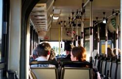 Toți elevii din România vor beneficia de transport gratuit