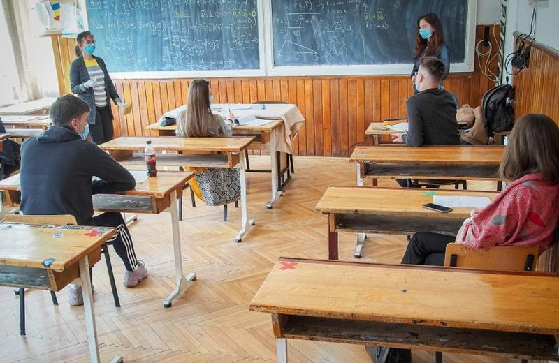 Jos ghearele de pe copiii noștri. Elevii români nu mai vor să tocească. Inspectorii școlari pe făraș