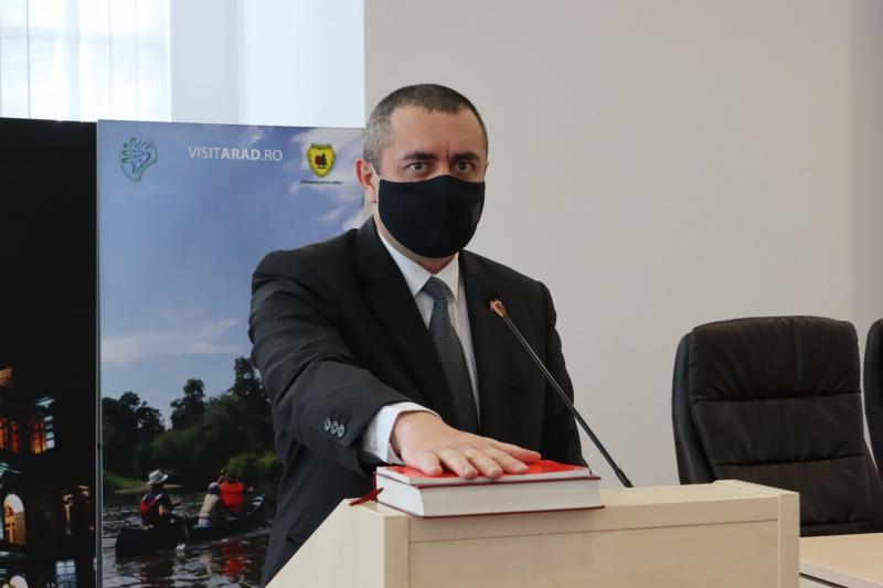Petru Moț începe un nou mandat, Doru Sinaci și Valer Cătană au părăsit Consiliul Județean