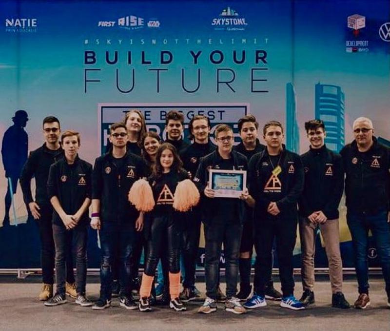 """Echipa de robotică """"Delta Force"""" a Liceului Național de Informatică Arad s-a calificat la Campionatul National din Rusia"""