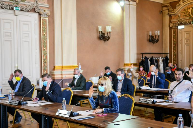"""Terenul de sport de la Colegiul """"Moise Nicoară""""va fi modernizat! Primăria Arad va investi aproape 4 milioane de lei"""