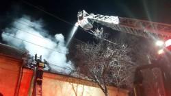 Pompierii alertaţi marţi seara de un incendiu la o casa pe strada Clujului