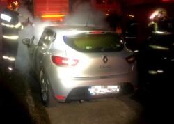 Un autoturism a ars aproape pe jumătate la Arad