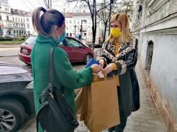 Cadouri și susținere pentru femeile abuzate