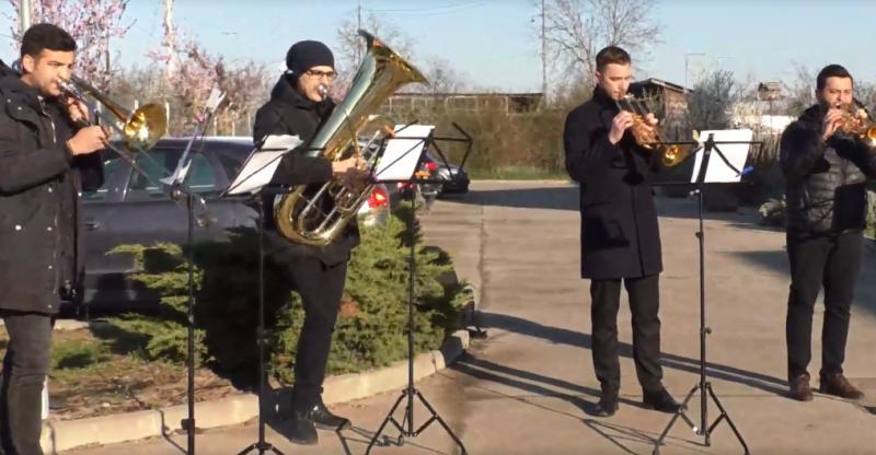 De Ziua Mondială a Sănătății, concert live în fața Spitalului Covid din Grădiște