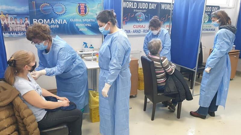 Nou record la Arad. Aproape 2.000 de persoane vaccinate într-o zi