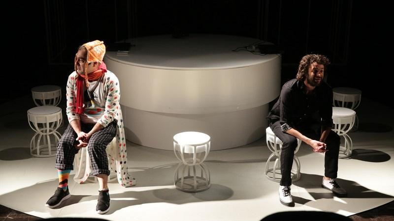"""""""Complexitatea apartenenței"""" – o nouă întâlnire teatrală online"""