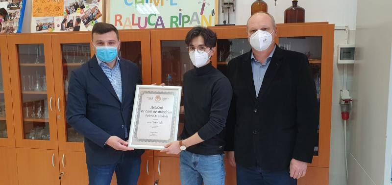 """Diploma """"Arădeni cu care ne mândrim"""" pentru olimpicul de aur al Aradului"""