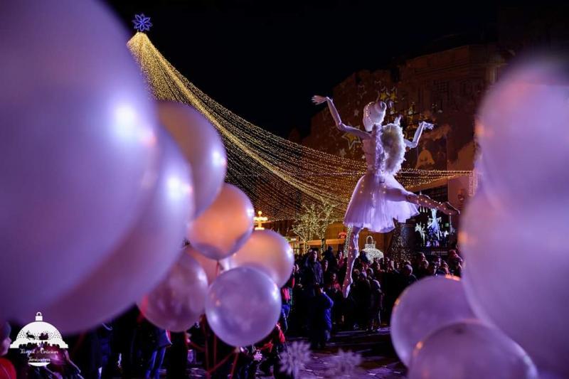 """Întâmplare inedită la Teatrul Clasic """"Ioan Slavici"""": un înger de trei metri va pluti peste clădire"""