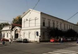 Aruncatul de la geam noul sport extrem al pacienților din spitalele arădene. Un bărbat infectat cu Covid-19 s-a aruncat de la etajul 1 al Spitalului Municipal Arad