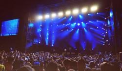 Autoritățile fac scenarii pentru revenirea la normal: Acces la concerte şi fără mască pe plajă, la vară