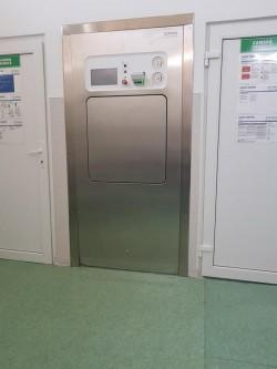 Stația Centrală de Sterilizare de la Spitalul Județean Arad are capacitatea să sterilizeze instrumentarul medical din întreg județul