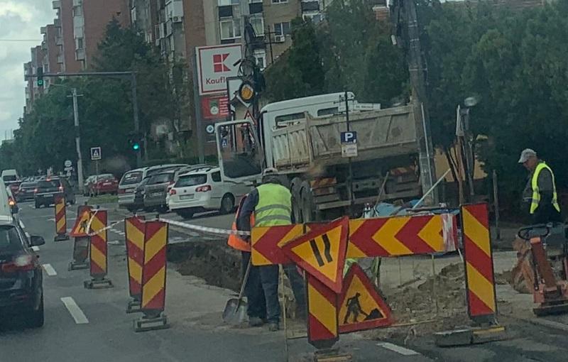 Restricții de circulație pe Calea Radnei. Continuă lucrările la reţeaua de apă de pe Calea Radnei