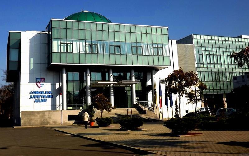 Excedentul bugetar asigură finanțarea unor noi investiții de către Consiliul Județean Arad