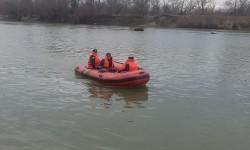 Bărbat căutat pe râul Mureș de către pompieri după ce a căzut din barcă în zona Secusigiu