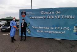 Aproape 600 de arădeni au apelat în primele 4 zile la centrul de vaccinare Drive Thru din Arad