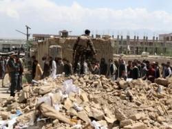Zeci de eleve ucise cu sânge rece. Atac terorist la o școală de fete din Kabul