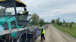 A început asfaltarea drumului județean Curtici-Macea-Sânmartin