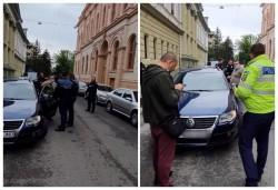 """O mașină a companiei de ridesharing """"Bolt"""" a fost blocată de taximetriștii arădeni pe strada Unirii"""