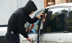Al 13-lea autoturism i-a purtat ghinion unui hoț din Arad. El a fost prins în flagrant delict în timp ce fura dintr-un autoturism parcat în Fântânele