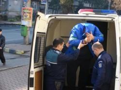 Un tânăr a venit tocmai din Timiș până la Fiscut pentru a viola o bătrână de 85 de ani. Gerontofilul a fost prins după două zile de polițiști