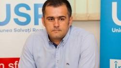 Băcăuanii sunt cei mai bogați oameni din România.Cel puțin așa crede primarul userist al orașului. El dorește scumpirea apei cu 50%, desi deseori aceasta lipsește cu desăvârșire
