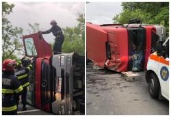 Șofer încarcerat într-un autotren răsturnat la Julița