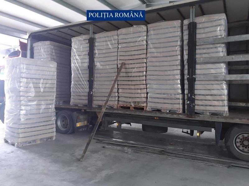 Șoferul fugar al TIR-ul cu țigări de contrabandă care poate avea legătură cu asasinarea lui Ioan Crișan, a fost găsit și arestat