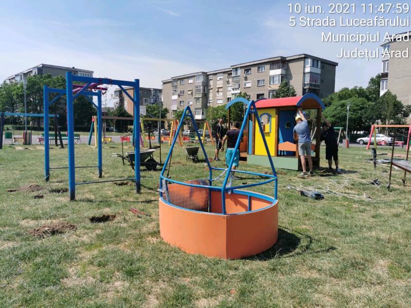 Locuri de joacă pentru copiii cu dizabilități amenajate în parcurile din Arad