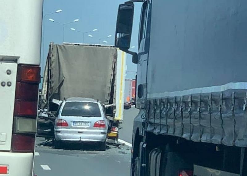 Accident pe autostrada A1 cu victimă încarcerată