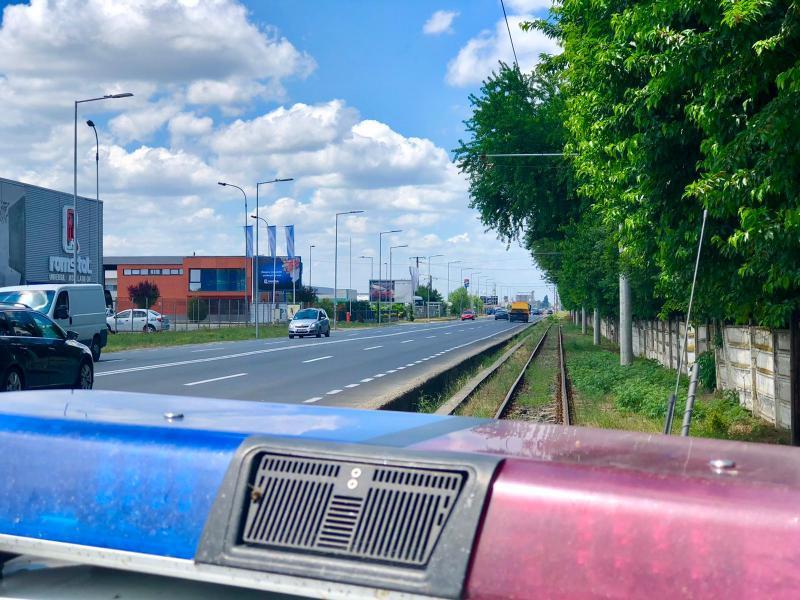 Doi tineri arădeni cu 119 km/h în oraș