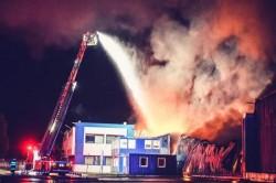 Pompierii arădeni au ajutat la stingerea incendiului de la Fabrica de Frigidere de la Șag- Timiș