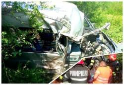Victimă inconștientă în urma impactului dintre un autoturism și un tractor la ieșire din Mânerău