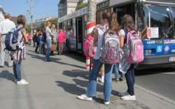Elevii navetiști vor beneficia de decontarea transportului