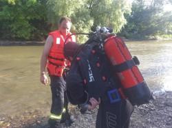 Un tânăr de 23 de ani posibil înecat în apele Crișului Alb. Pompierii din Sebiș au început căutările