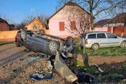 Un pensionar din Lipova a închinat prea mult de Sânziene și s-a răsturnat cu mașina în șanț