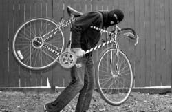 După ce a pedalat din greu de la Arad, un colecționar de biciclete furate a fost înhățat de polițiști la Sebiș