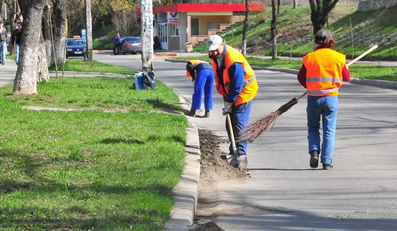 Primăria Arad anunță începerea curățeniei stradale