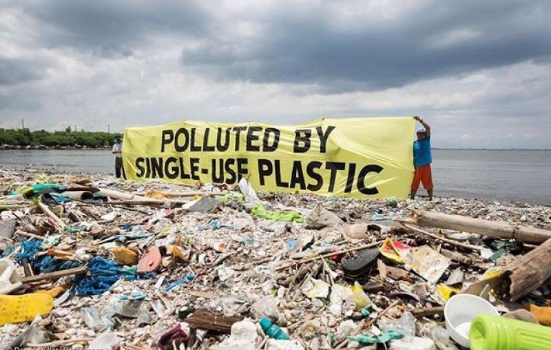 Produsele de unică folosință din plastic interzise în UE din iulie 2021. Vezi ce produse devin istorie