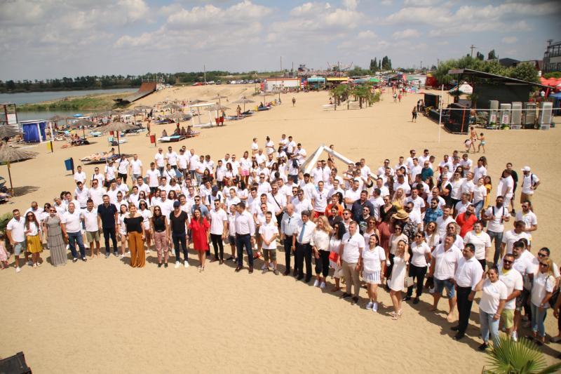 Tineretul liberal din Arad a fost prezent la deschiderea sezonului estival de la Ghioroc