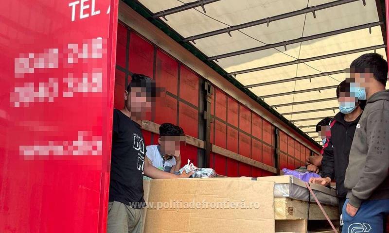 Șapte tineri din Afganistan descoperiți la Nădlac într-un automarfar încărcat cu tablă