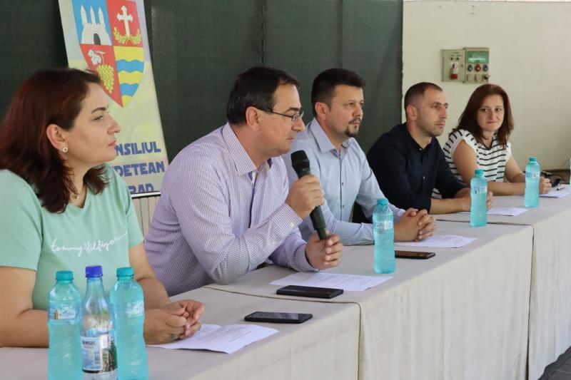 """Ionel Bulbuc: """"Consiliul Județean deschide o microstagiune la Teatrul de Vară din Moneasa!"""""""