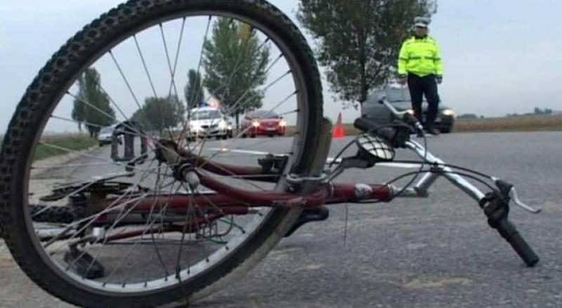 Rupt de beat a lovit un biciclist și a fugit de la fața locului