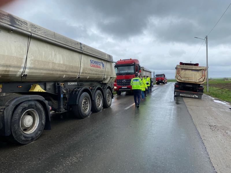 Restricții pentru mașinile cu un tonaj mai mare de 20 de tone pe drumurile județene din Arad