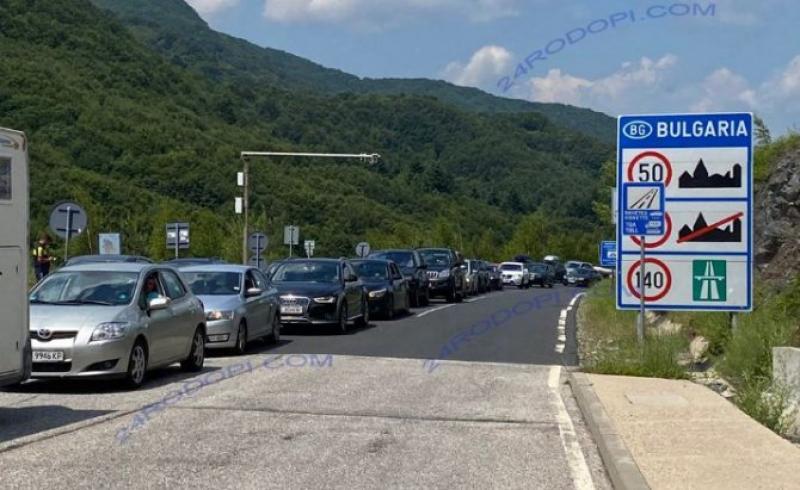 Turiștii români din Grecia se întorc mai repede acasă, încercând să evite carantina care la intoarcerea în țară