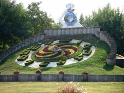 Un simbol al Timișoarei lăsat de izbeliste și de noua conducere a orașului. Ceasul floral așteaptă încă reabilitarea, desi banii au fost alocați