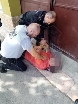 O patrulă a Poliției Locale a intervenit în ajutorul unui bărbat căruia i s-a făcut rău în centrul orașului